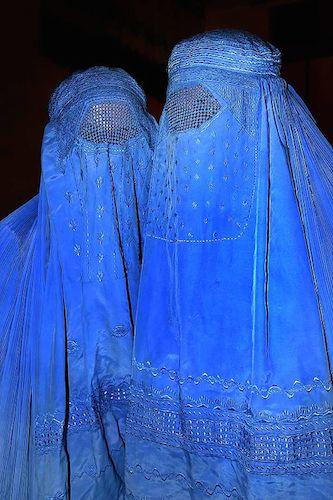 512px-Burqa_Afghanistan_01.jpg